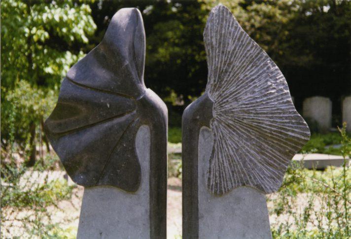 gedenkbeeld bloemen (detail) Marianne van den Heuvel