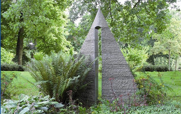 gedenkbeeld Poort Marianne van den Heuvel
