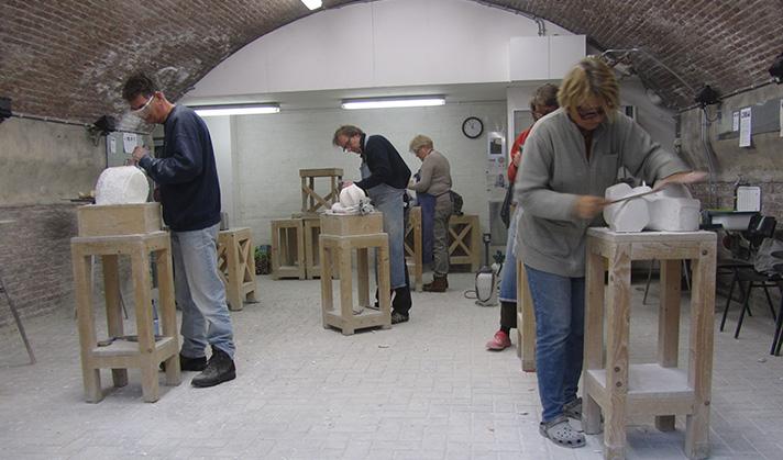Marianne van den Heuvel, beeldhouwlessen in de Beeldhouwschool