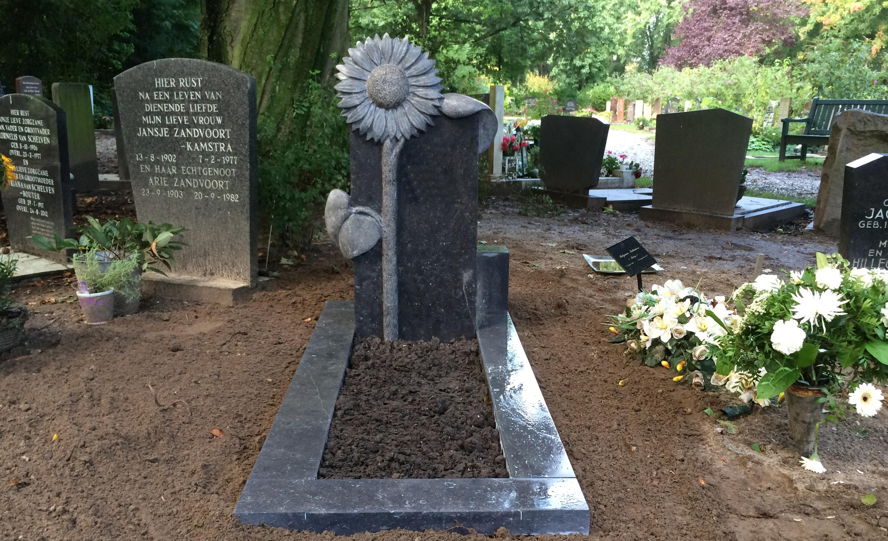 gedenkbeeld zonnebloem 2015 Marianne van den Heuvel