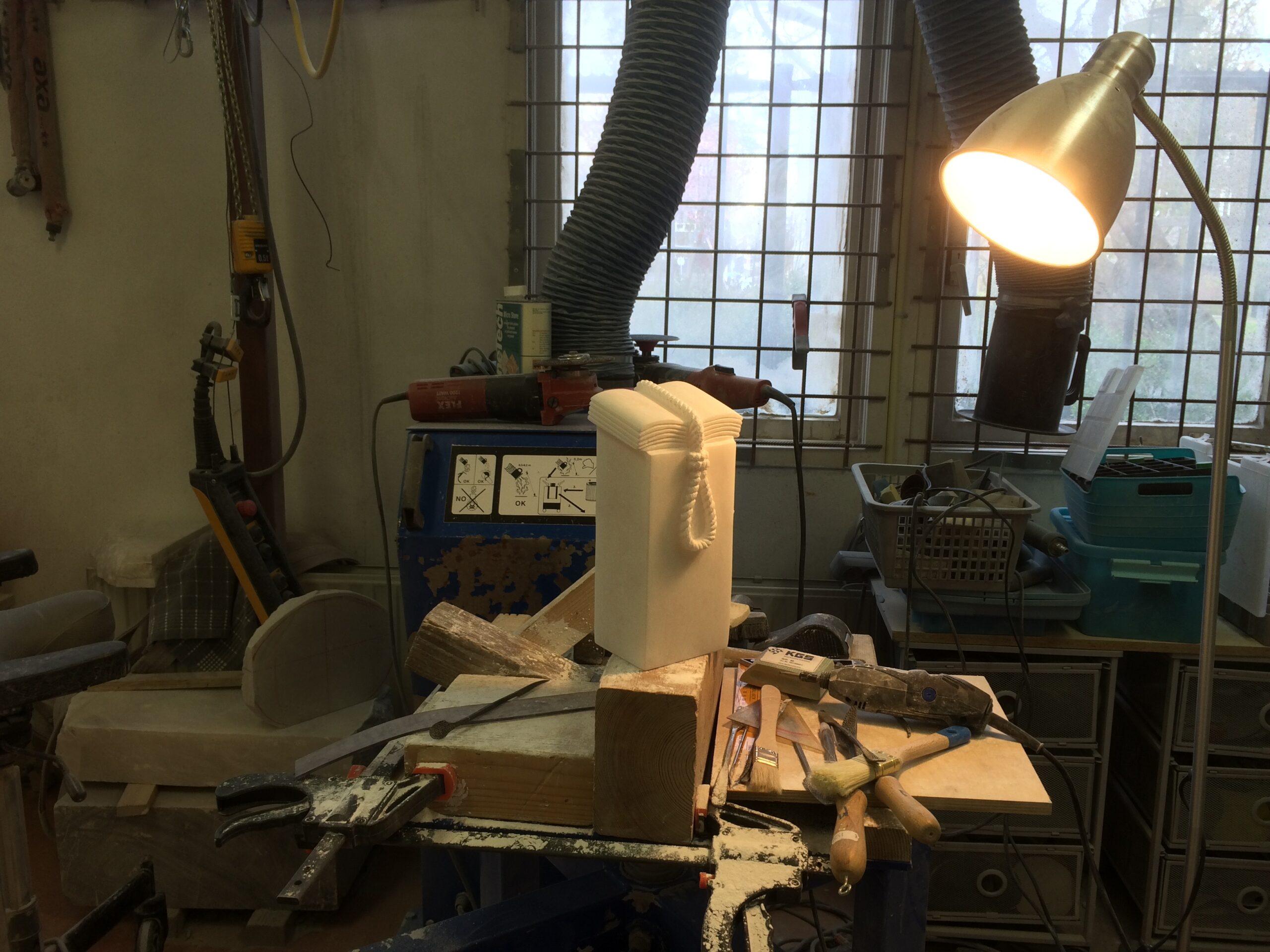 Sculptuur Goude Strop in atelier